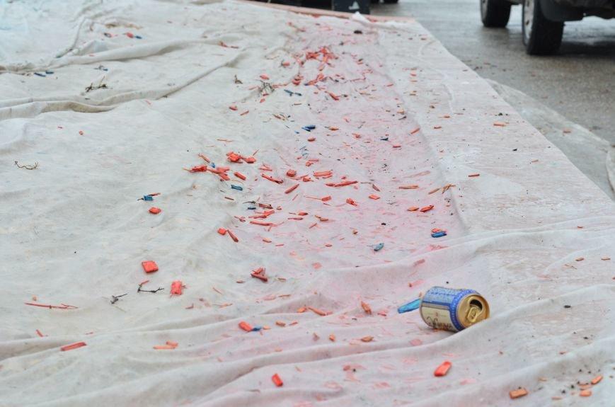 Центральную площадь Симферополя засыпали цветными опилками (ФОТО), фото-4