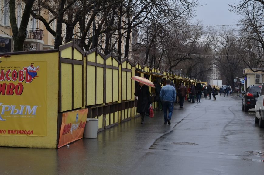 С центральных улиц Симферополя уберут ларьки с едой и сувенирами. Но только после праздников (ФОТО), фото-1