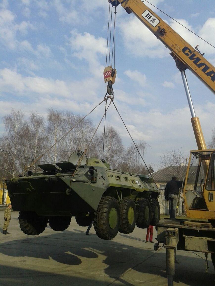 На Львівщині волонтери відремонтують БТР для десантників (ФОТО) (фото) - фото 1