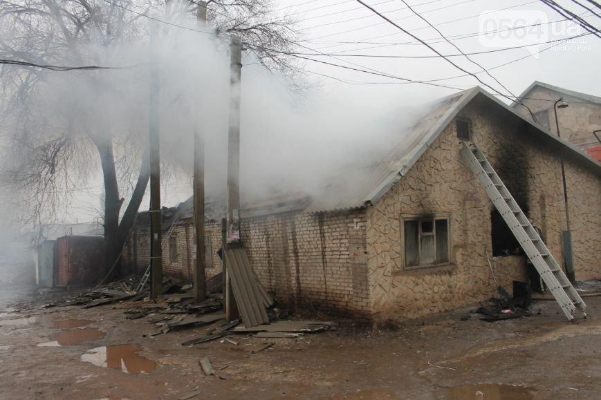 В Кривом Роге: горел кабинет участкового на рынке, дворники жгли мусор на улице, а два районных прокурора сняты с должности (фото) - фото 1
