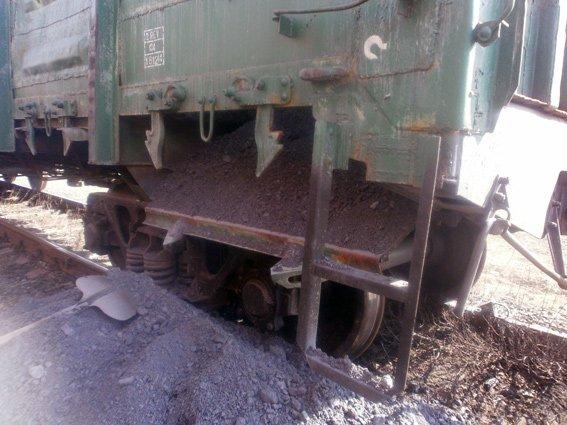 На железнодорожной станции Доброполье правоохранители предотвратили кражу четырех тонн угля (ФОТО) (фото) - фото 1