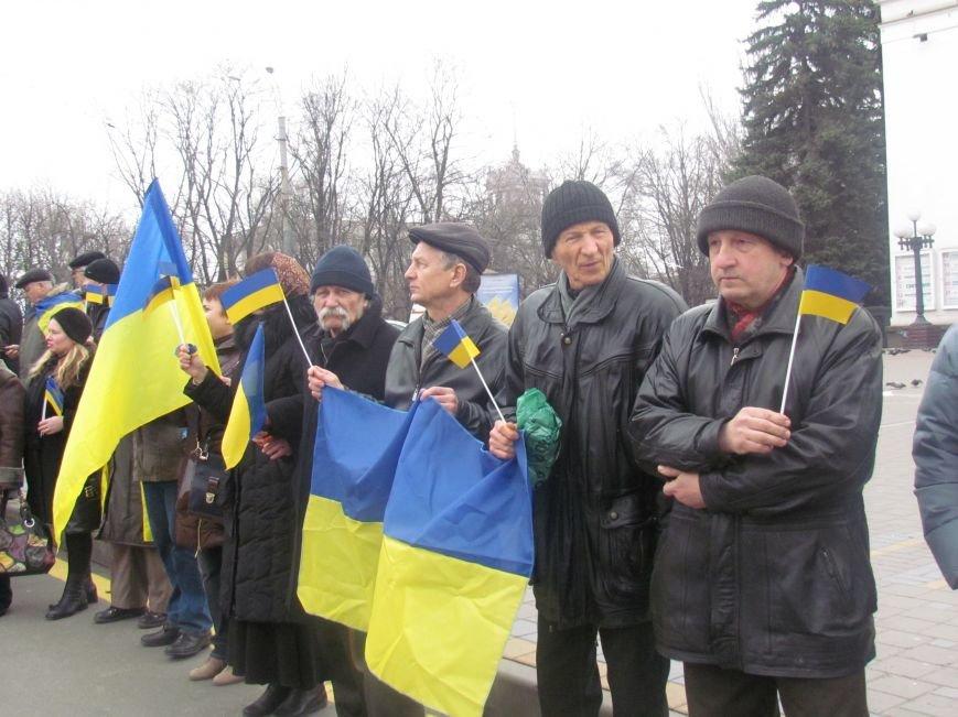 Мариупольцы стали живой цепью вокруг Драмтеатра ради мира в Украине (ФОТО+ВИДЕО), фото-12