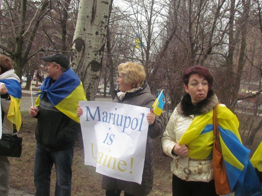 Мариупольцы стали живой цепью вокруг Драмтеатра ради мира в Украине (ФОТО+ВИДЕО), фото-9