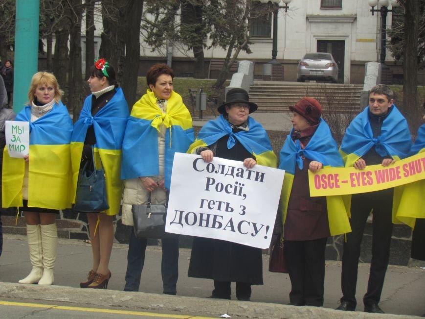 Мариупольцы стали живой цепью вокруг Драмтеатра ради мира в Украине (ФОТО+ВИДЕО), фото-10