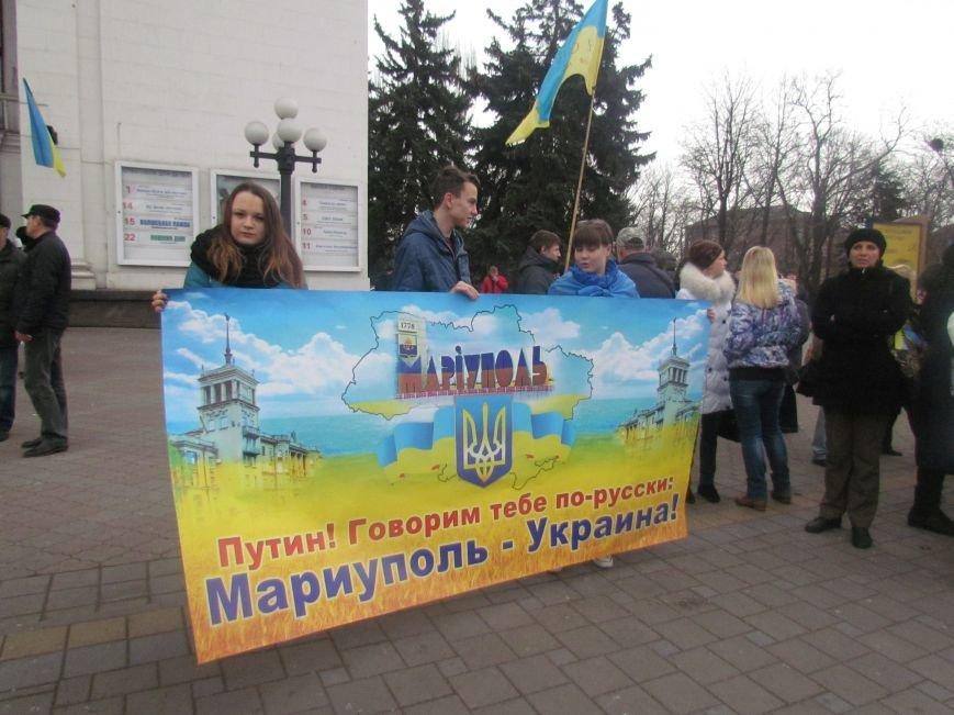 Мариупольцы стали живой цепью вокруг Драмтеатра ради мира в Украине (ФОТО+ВИДЕО), фото-3