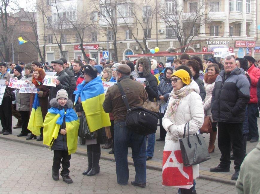 Мариупольцы стали живой цепью вокруг Драмтеатра ради мира в Украине (ФОТО+ВИДЕО), фото-6