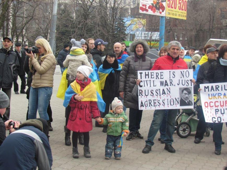 Мариупольцы стали живой цепью вокруг Драмтеатра ради мира в Украине (ФОТО+ВИДЕО), фото-8