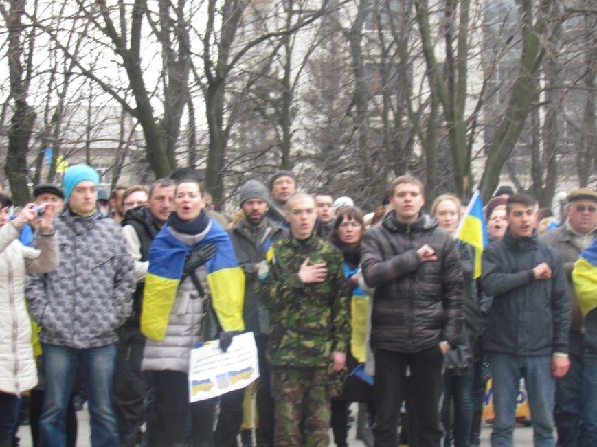 Мариупольцы стали живой цепью вокруг Драмтеатра ради мира в Украине (ФОТО+ВИДЕО), фото-21
