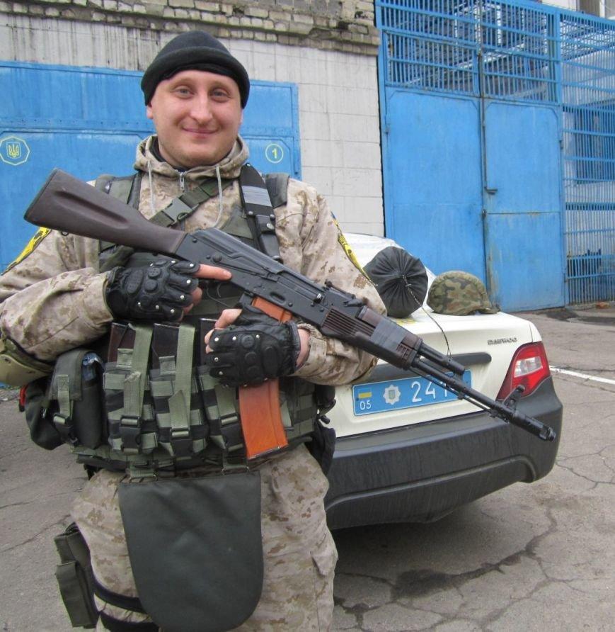 В обстреливаемой Авдеевке красноармейские правоохранители ловили мародеров (ФОТО), фото-4