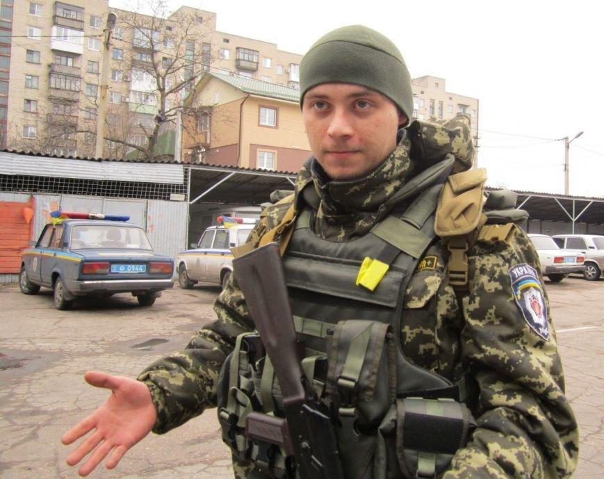 В обстреливаемой Авдеевке красноармейские правоохранители ловили мародеров (ФОТО), фото-5