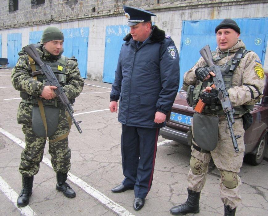 В обстреливаемой Авдеевке красноармейские правоохранители ловили мародеров (ФОТО), фото-2