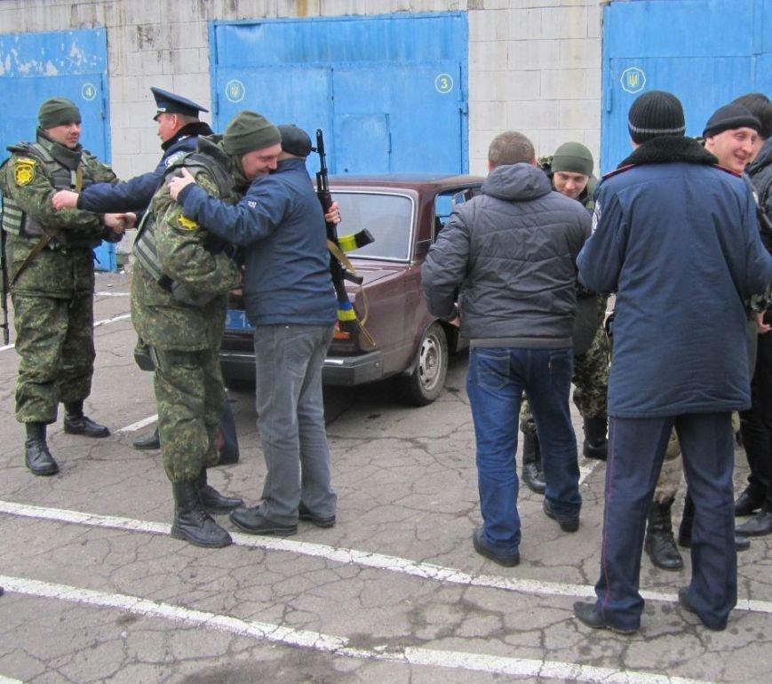 В обстреливаемой Авдеевке красноармейские правоохранители ловили мародеров (ФОТО), фото-1