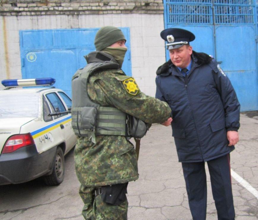 В обстреливаемой Авдеевке красноармейские правоохранители ловили мародеров (ФОТО), фото-3