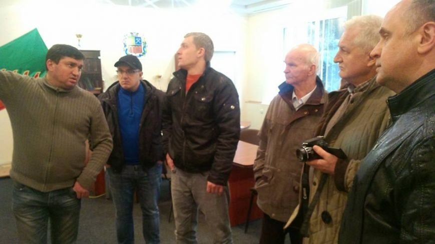 Волонтеры обсудили с руководством Авдеевского горсовета свою дальнейшую работу по оказанию помощи местным жителям (фото), фото-1