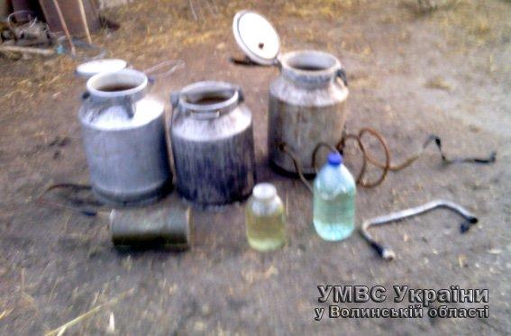 Під час рейду волинські міліціонери викрили «самогонщиків» (ФОТО) (фото) - фото 1