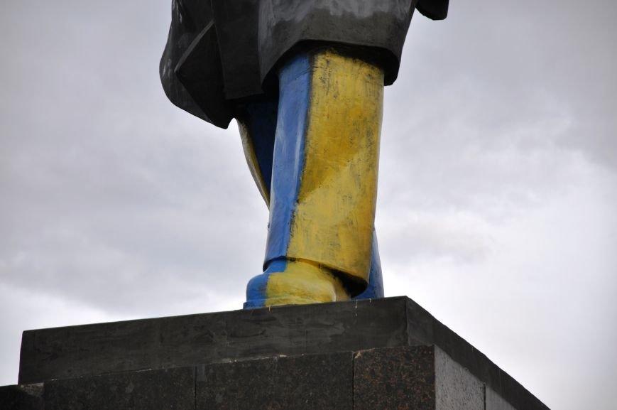 Неизвестные повредили памятник Ленину в Краматорске (ФОТО и ВИДЕО), фото-6