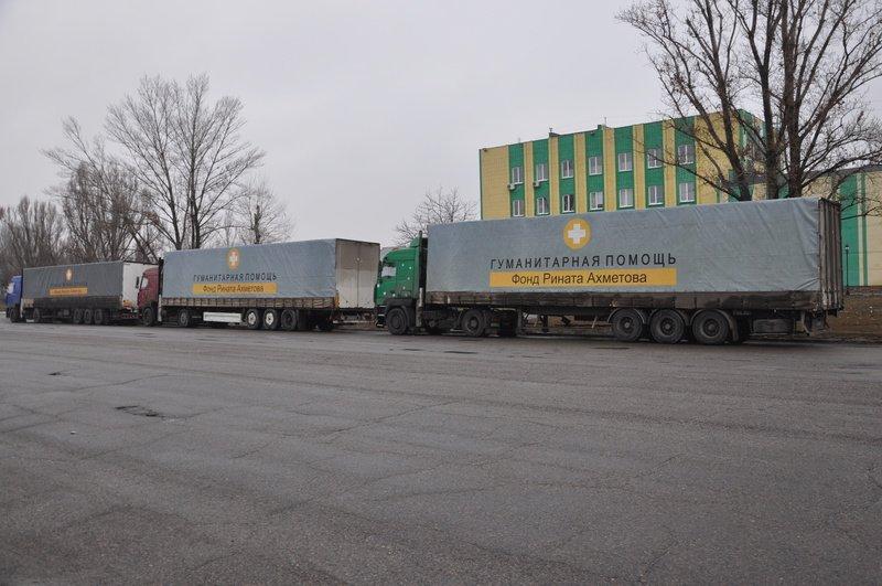Самая большая колонна с продуктами для мирных жителей из зоны АТО въехала на территорию Донецкой области (фото) - фото 1