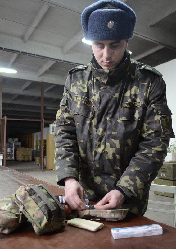 Николаевские «Крылья Феникса» снабдили отечественными аптечками военных (фото) - фото 1