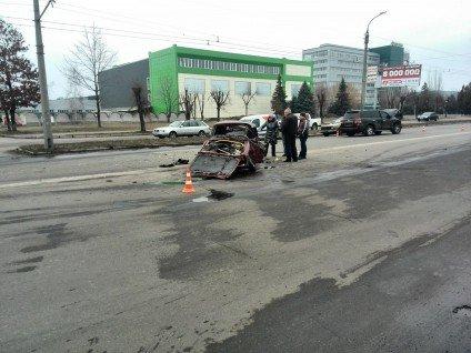 """У Черкасах сталася ДТП: """"Жигулі"""" перетворилася на звалище металобрухту (фото), фото-5"""