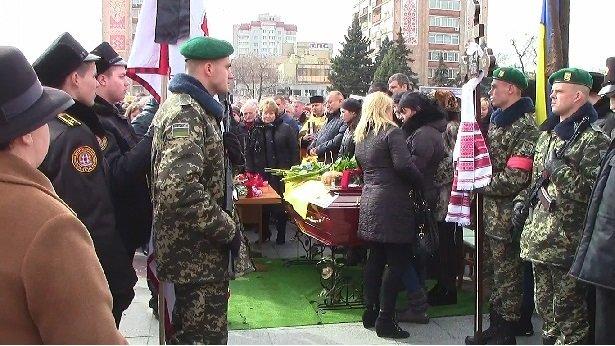 Сьогодні у Черкасах відбулось прощання з загиблим в зоні АТО Героєм (фото) - фото 3
