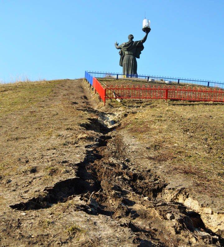 Пагорб Слави в Черкасах — у аварійному стані (фото) - фото 1