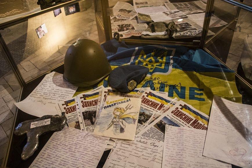 В Киевской крепости открылась экспозиция, посвященная обороне Мариуполя (ФОТОРЕПОРТАЖ) (фото) - фото 5
