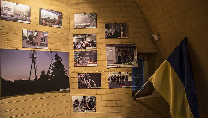 В Киевской крепости открылась экспозиция, посвященная обороне Мариуполя (ФОТОРЕПОРТАЖ) (фото) - фото 2