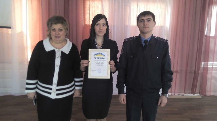Десятиклассница из Димитрова стала героиней, отобрав у вора украденные им вещи, фото-1