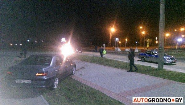 На Ольшанке автомобиль «Пежо», удирая от ГАИ на скорости 120 км/ч, перевернулся (фото) - фото 1