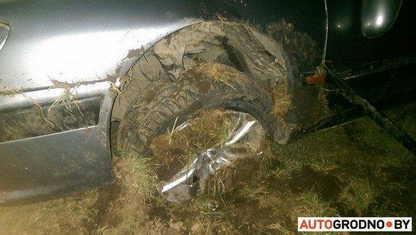 На Ольшанке автомобиль «Пежо», удирая от ГАИ на скорости 120 км/ч, перевернулся (фото) - фото 5