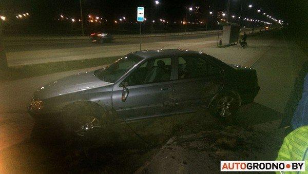 На Ольшанке автомобиль «Пежо», удирая от ГАИ на скорости 120 км/ч, перевернулся (фото) - фото 3