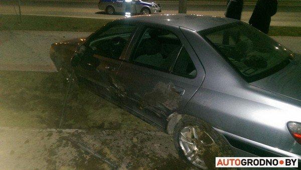 На Ольшанке автомобиль «Пежо», удирая от ГАИ на скорости 120 км/ч, перевернулся (фото) - фото 4