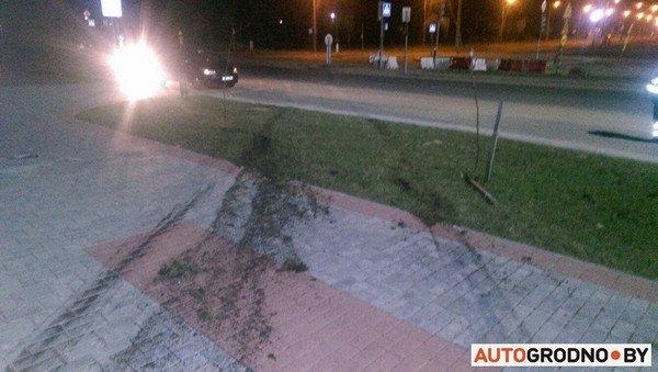 На Ольшанке автомобиль «Пежо», удирая от ГАИ на скорости 120 км/ч, перевернулся (фото) - фото 6