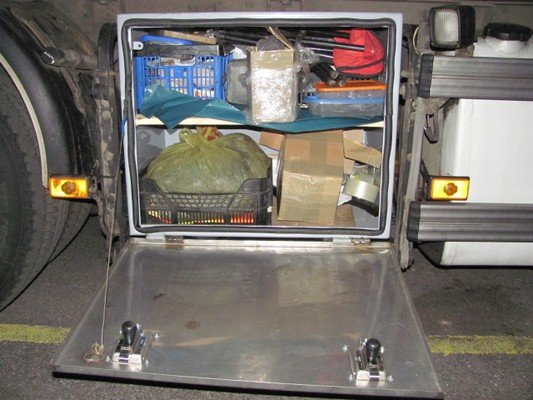 На КПП «Бенякони» задержали россиянина, который по просьбе друга перевозил запчасти на 60 млн. рублей (фото) - фото 4
