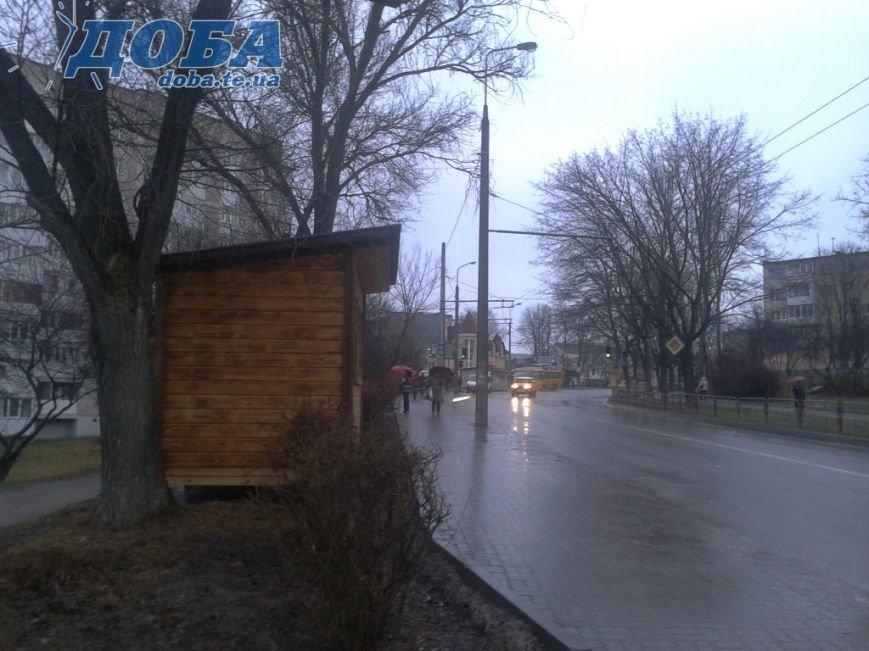 У Тернополі несподівано з`явився новий торговий кіоск (фото) (фото) - фото 1