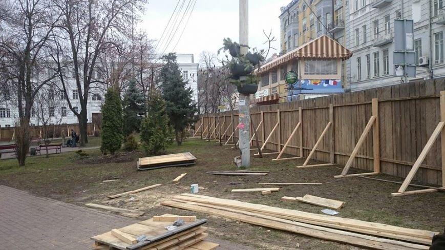 Активисты сломали строительный забор на Контрактовой площади (ФОТОФАКТ), фото-4