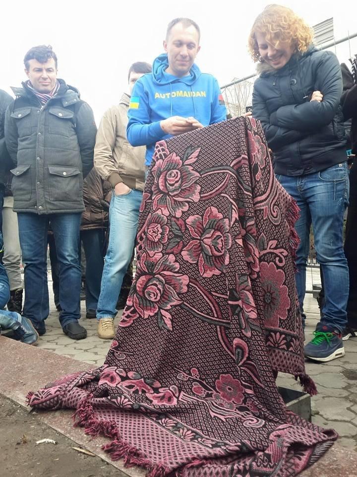 В Киеве Путину установили надгробие (ФОТО) (фото) - фото 1