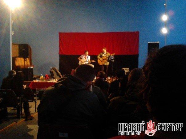 В Кривом Роге состоялся литературный вечер в поддержку бойцов ДУКа (ФОТО) (фото) - фото 1