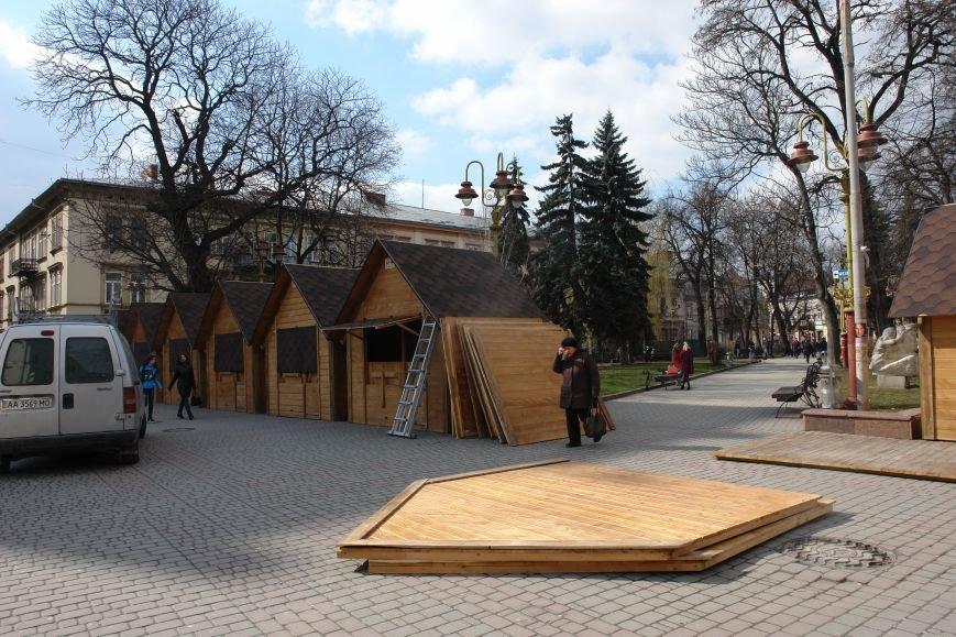 Івано-Франківськ почав готуватися до Великодньої ярмарки (ФОТО) (фото) - фото 2
