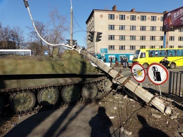 В Донецкой области бронированный автомобиль украинских военных раздавил 8-летнюю девочку (ФОТО) (фото) - фото 1