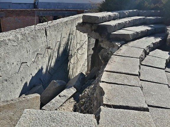 Пам'ятник воїнам-інтернаціоналістам у центрі Черкас обвалюється, фото-2