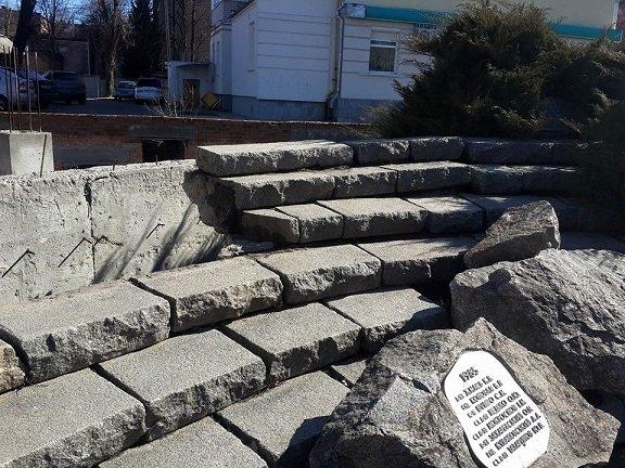 Пам'ятник воїнам-інтернаціоналістам у центрі Черкас обвалюється, фото-3