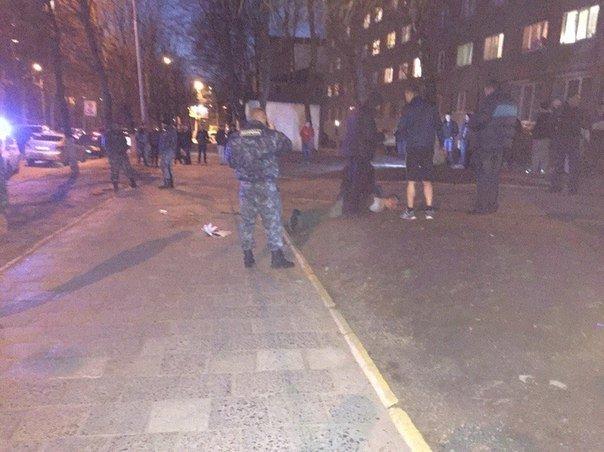 У Львові боєць у військовій формі поранив ножем трьох  хлопців (ФОТО) (фото) - фото 5