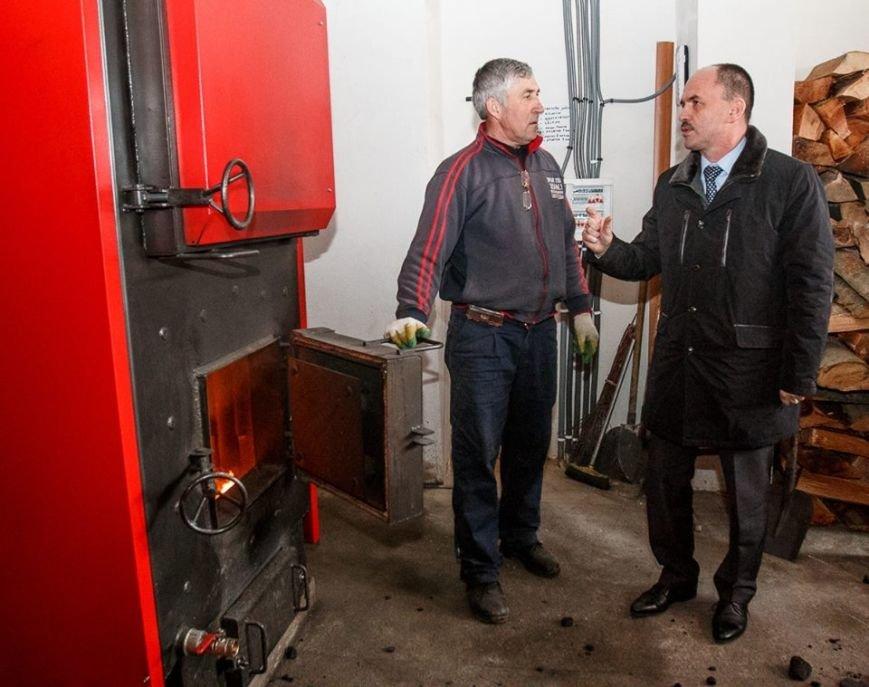 Як твердим топливом опалюють школи на Закарпатті (ФОТО), фото-1