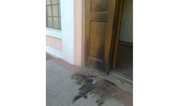 На Тернопільщині підпалили двері військкомату (фото) - фото 1