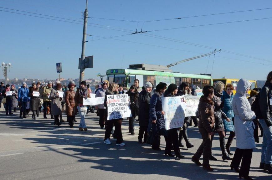 """У Тернополі на знак протесту рідні бійців батальйону """"Збруч"""" перекрили дорогу (ФОТОРЕПОРТАЖ) (фото) - фото 1"""
