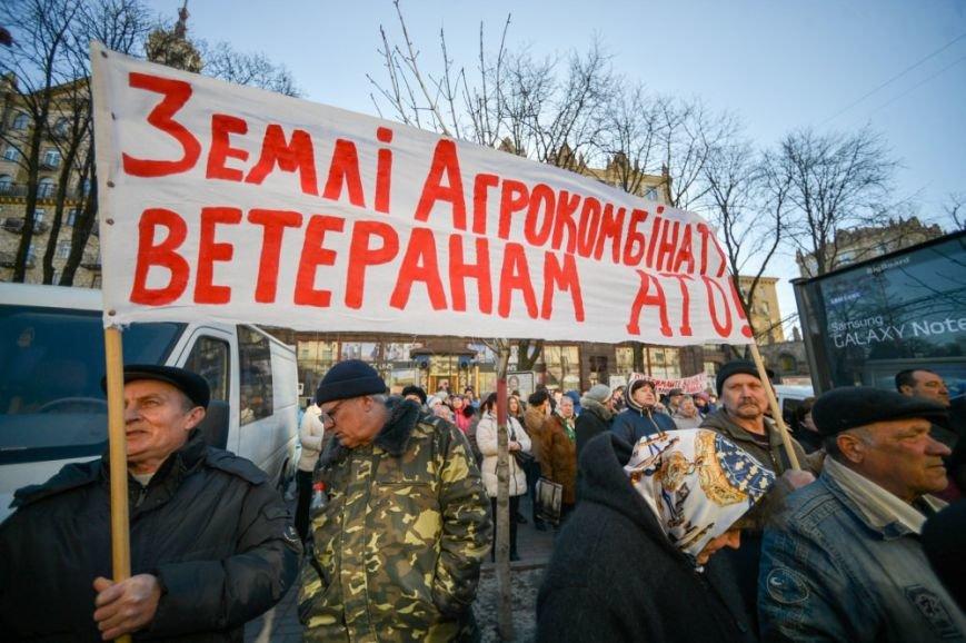 В Киеве Минагрополитики пикетировали сотрудники «Пущи-Водицы» и люди в камуфляже (ФОТО) (фото) - фото 1