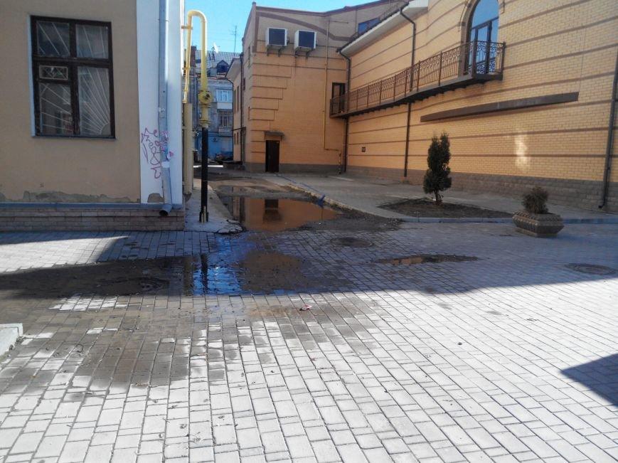 В центре Сум порыв водопровода затопил ночной клуб (фото) - фото 1
