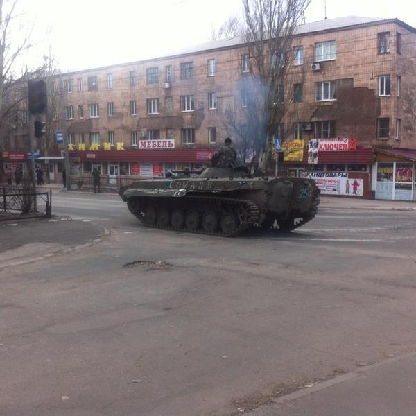 В центре Маеевки российские наемники пытаются штурмовать военную комендатуру боевиков (ФОТО, ВИДЕО) (фото) - фото 2
