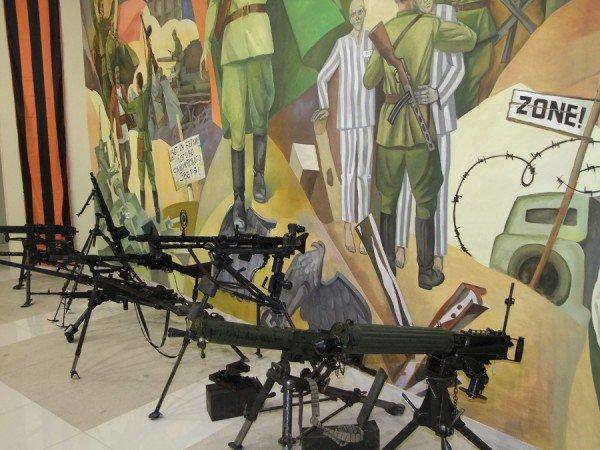 «Дедывоевали»:  В Донецке боевики дограбили музей Великой Отечественной войны (фото) - фото 2